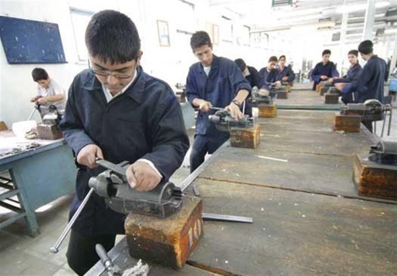رشتههای جدید هنرستانها با تضمین شغل/ ورود ۱۲۰ هزار دانشآموز به بازار کار بعد از دیپلم