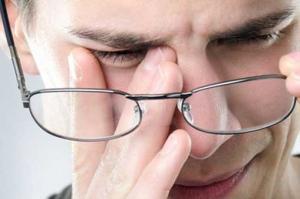 مالیدن مداوم چشمها خطرناک یا بیخطر؟!