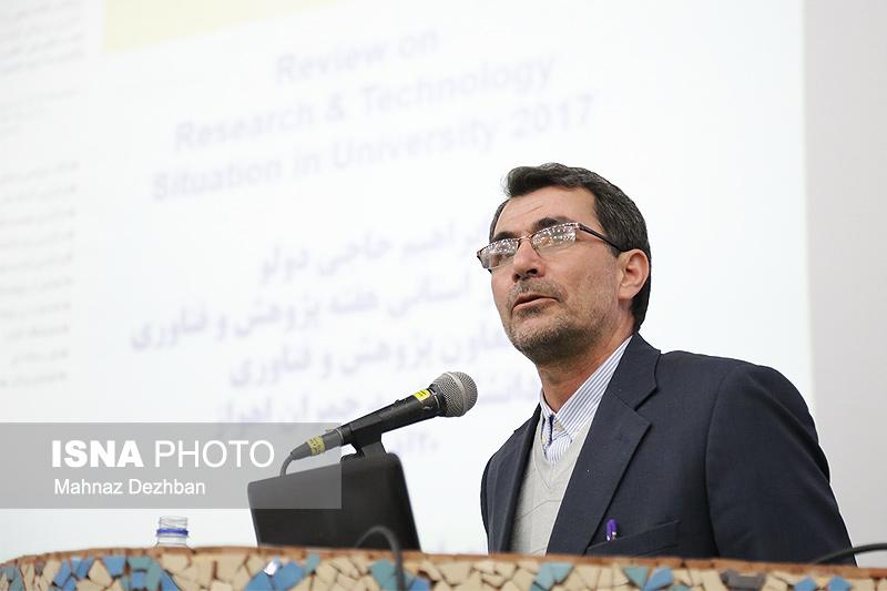 حاجیدولو: خروجی دانشگاههای کشور هنوز در پی استخدام دولتی است