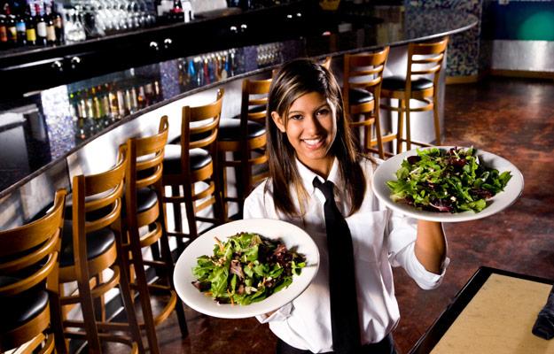 استخدام گارسون با شرایط عالی در رستوران بین المللی در دوحه- قطر