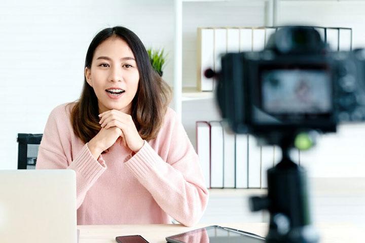 فیلم گرفتن از خود شکلی از مصاحبه شغلی مجازی است