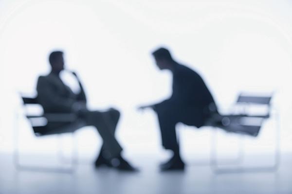 ۵ اشتباه رایج زبان بدن در هنگام مصاحبه